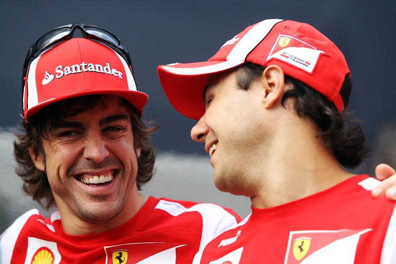 Фелипе Масса и Фернандо Алонсо смеются на Гран-при Италии 2011