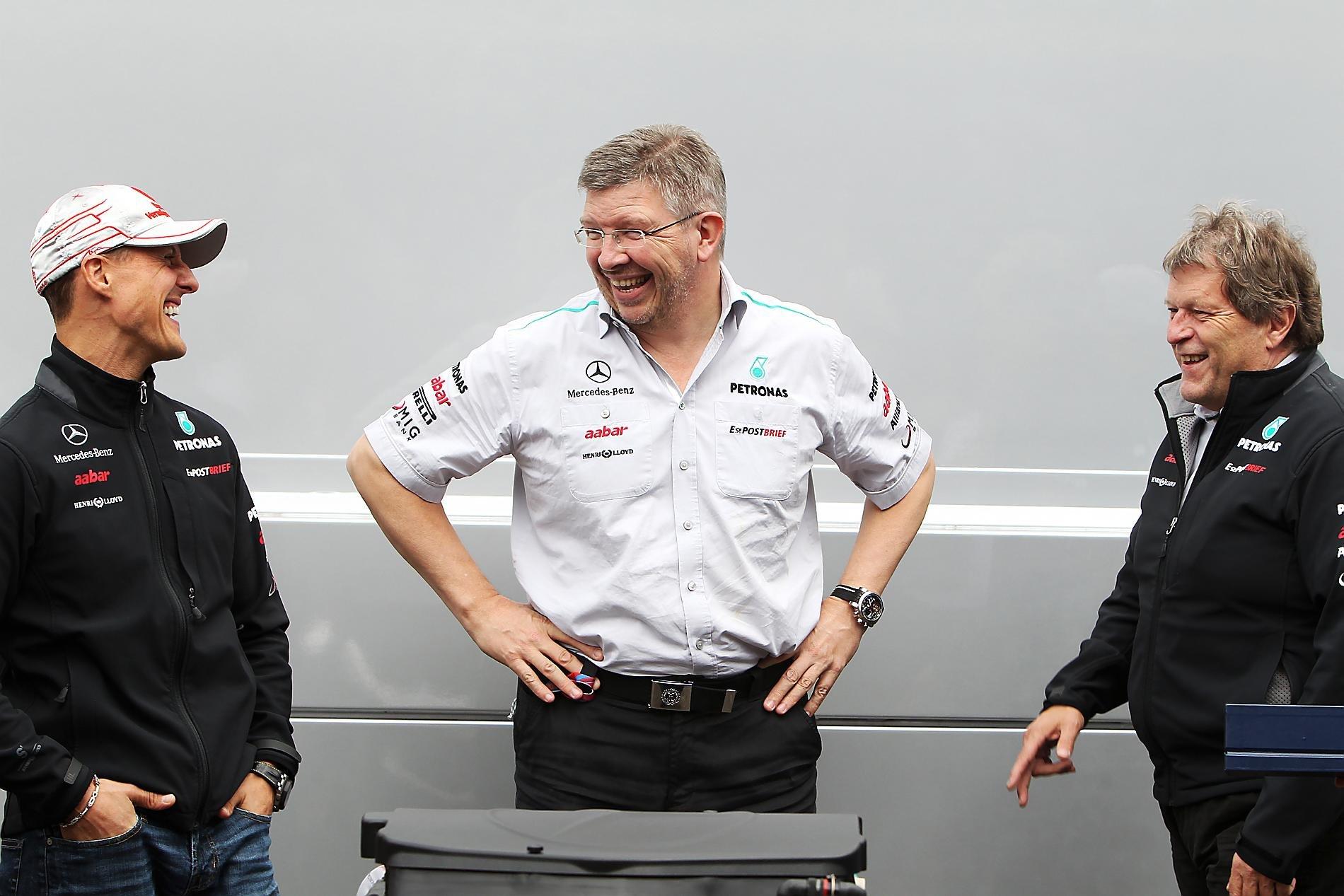 Михаэль Шумахер, Росс Браун и Норберт Хауг смеются на Гран-при Венгрии 2011