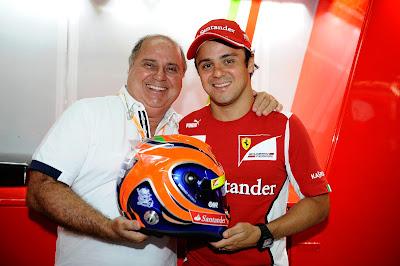 Фелипе Масса и Луис Антонио Масса со шлемом на Гран-при Бразилии 2012