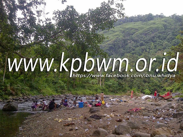 budaya mandar mencuci di sungai