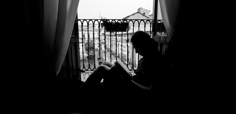 Crio reading a book in a rainy Catania