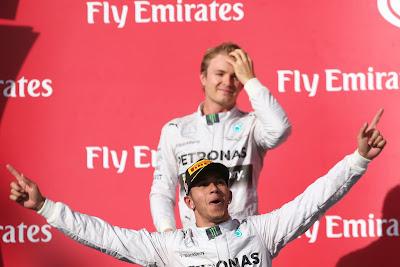 эмоции Льюиса Хэмилтона и Нико Росберга на подиуме Гран-при США 2014