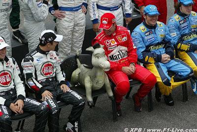 ослик на месте Михаэля Шумахера на Гран-при Бразилии 2004