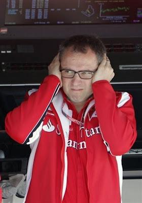 Стефано Доменикали закрывает уши на Гран-при Венгрии 2011