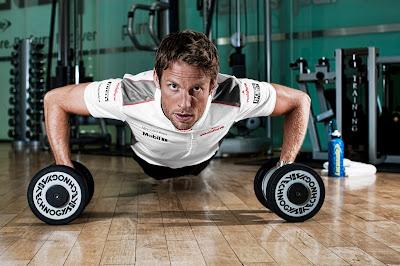 фотосессия Дженсона Баттона в спортзале McLaren Technology Centre в межсезонье 2011-2012