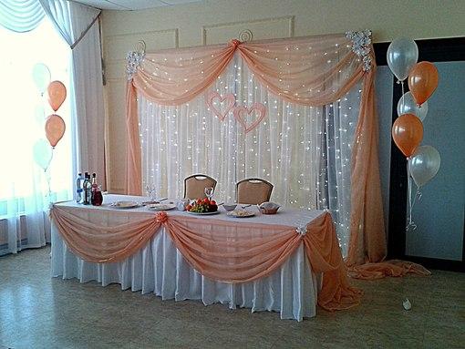 Зал персикового цвета фото