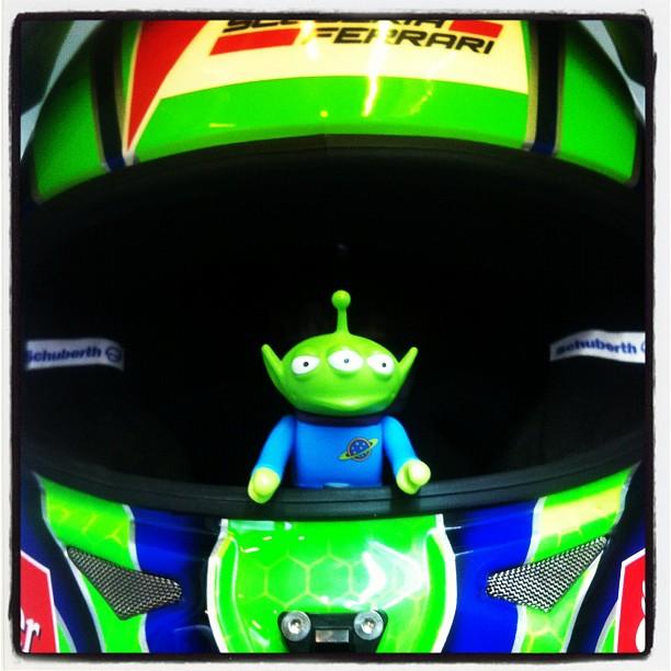 Toy Story Aliens в шлеме Фелипе Массы на предсезонных тестах 2012 в Барселоне