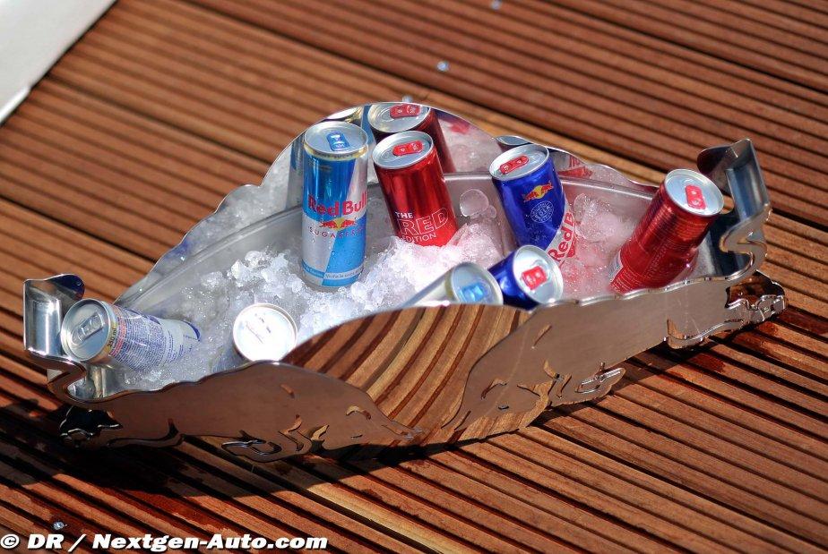 банки Red Bull во льду на Гран-при Монако 2011
