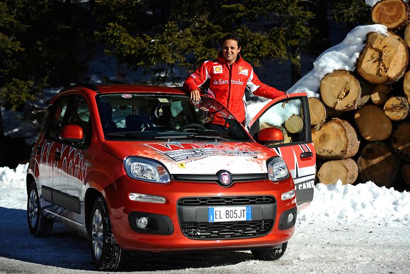 Фелипе Масса и Fiat на фоне бревен на Wrooom 2012