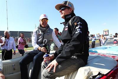 Михаэль Шумахер и Кими Райкконен в одной машине на параде пилотов Гран-при США 2012