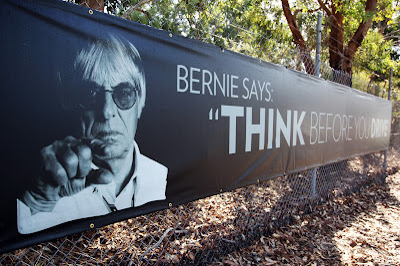 Баннер Берни Экклстоуна Think before you drive на Гран-при Австралии 2013