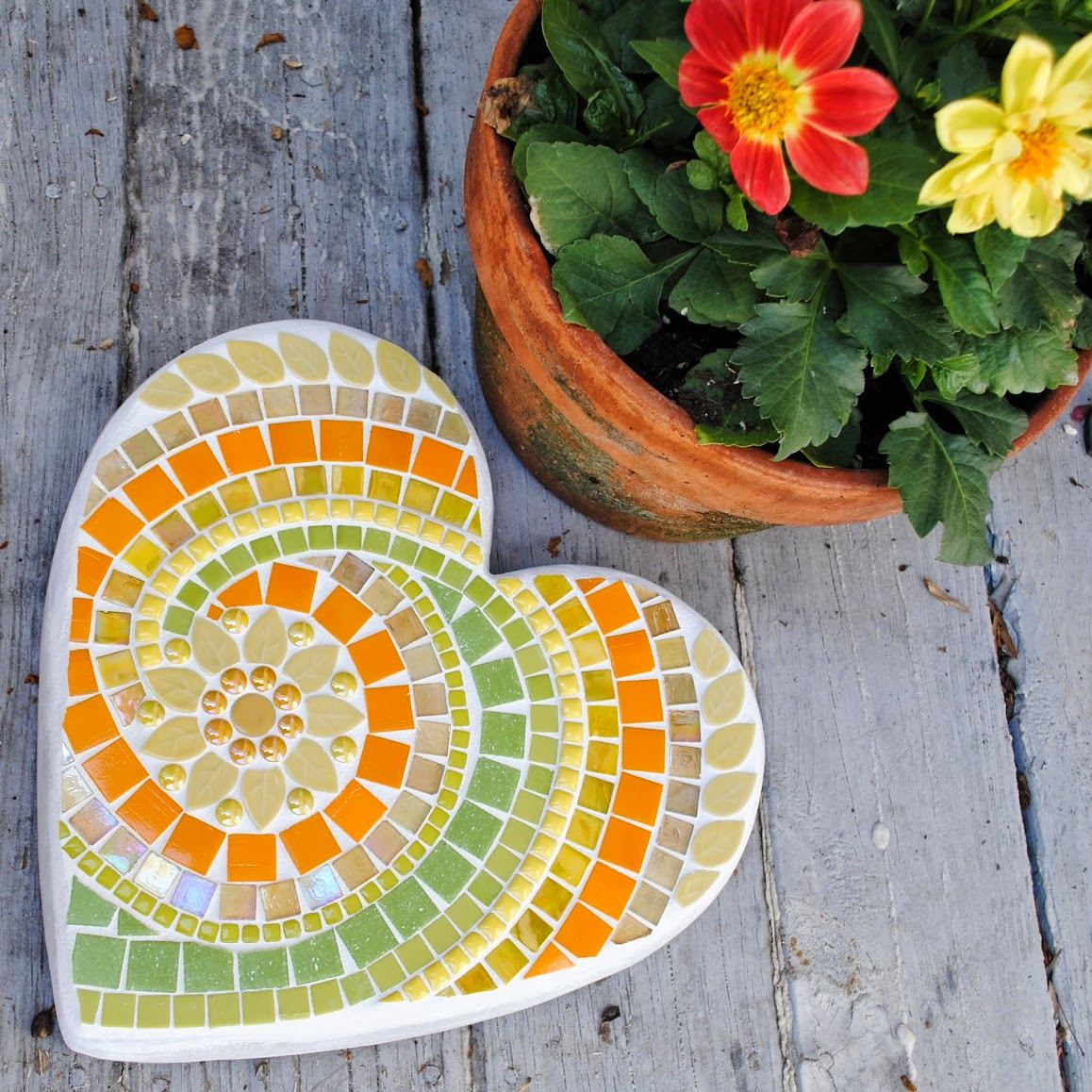 Spring Yellow Heart Large Mosaic Stepping Stone MOO5044