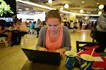 Ciekawostka: w Singapurze niemal nigdzie nie ma sieci wifi. Wszyscy mają internet w komórkach. Na szczęście: udało nam się dorwać sięć w Subwayu.