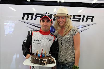 Тимо Глок и Изабель Дорин с тортом на Гран-при Австралии 2012