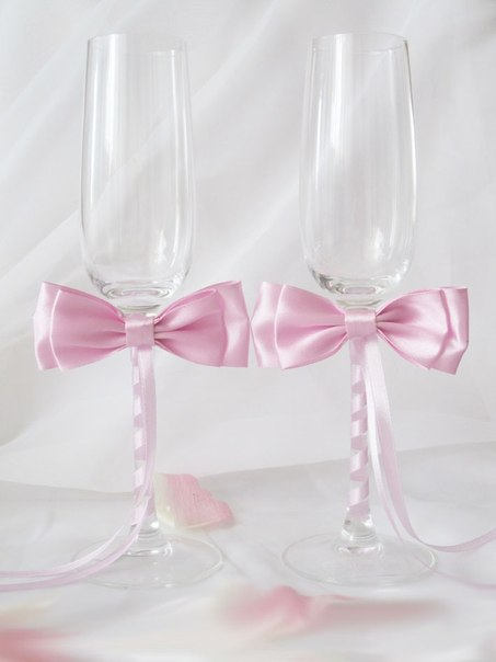 Бокалы для свадьбы с лентами