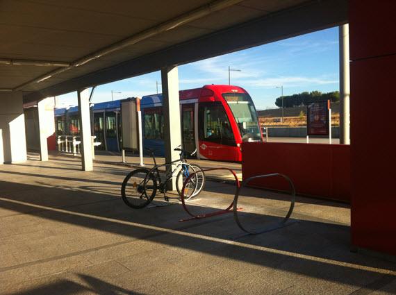 Nuevos aparcabicis en las estaciones de Metro Ligero Oeste