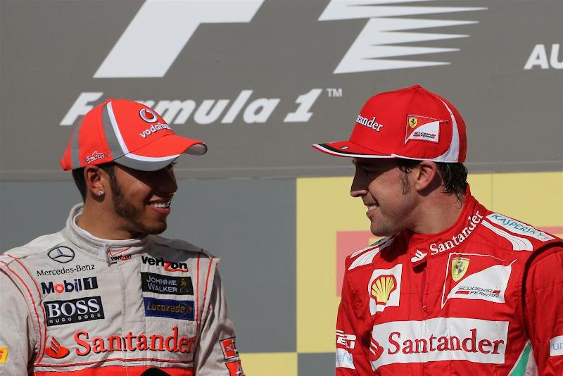 Льюис Хэмилтон и Фернандо Алонсо на подиуме Гран-при США 2012
