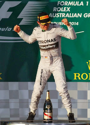 Нико Росберг танцует на подиуме Гран-при Австралии 2014