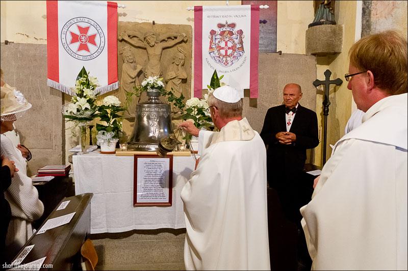 Kostel sv.Jakuba a Filipa, Chvojen, svěcení nového zvonu