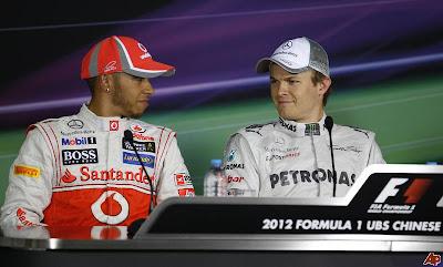 Льюис Хэмилтон и Нико Росберг на пресс-конференции после квалификации на Гран-при Китая 2012