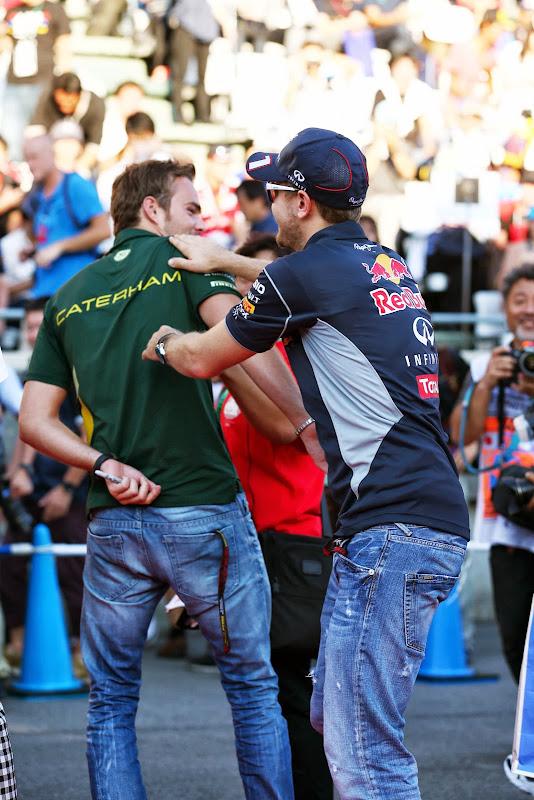 Гидо ван дер Гарде и Себастьян Феттель дерутся Гран-при Японии 2013