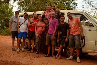 Ekipa z dżipa, czyli polsko-amerykańsko-szwedzko-szkocko-grecko-brazylijskie towarzystwo, które zebraliśmy coby zwiedzić odległe światynie taniej.