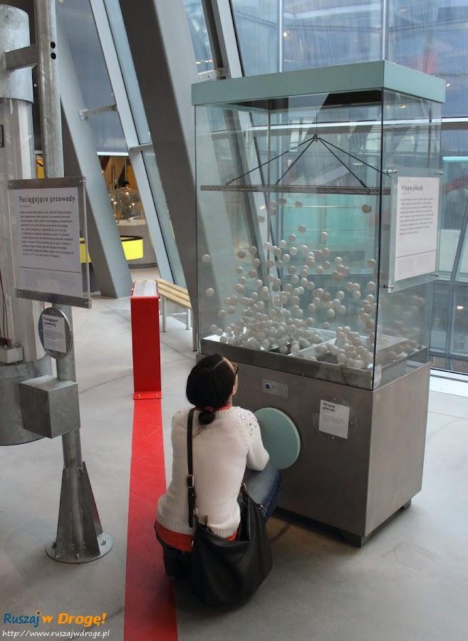 centrum nauki kopernik: jak działa maszyna totolotka?