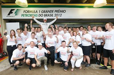 Михаэль Шумахер прощается с командой Mercedes на Гран-при Бразилии 2012