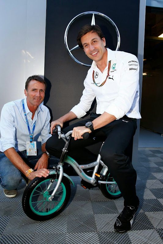 Тото Вольфф на мини-велосипеде на Гран-при Италии 2014
