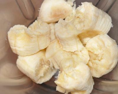 Как сделать коктейль из молока и банана с миксера