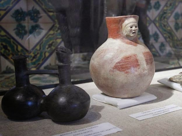 Experts in Peru evaluate confiscated archaeological artifacts