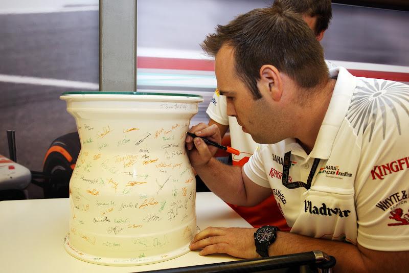 подарок Адриану Сутилю в честь его 100-ой гонки на Гран-при Венгрии 2013