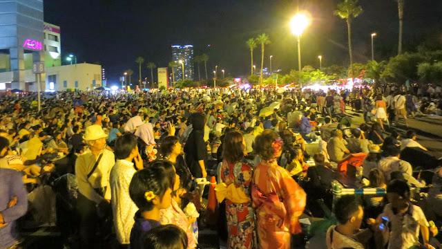 The huge, densely packed crowd for the Fukuoka Higashi-ku Fireworks
