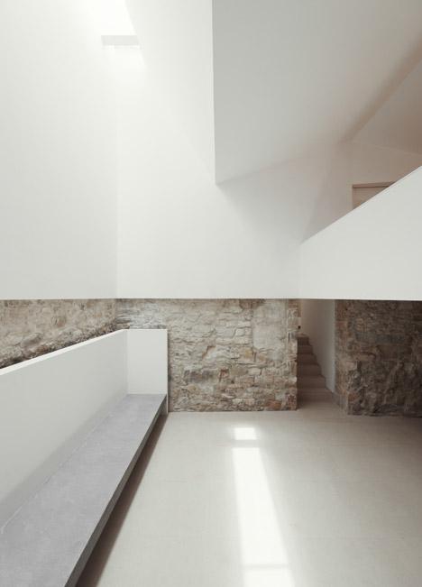 dezeen_House-in-Serra-de-Janeanes-by-Joao-Branco_2.jpg