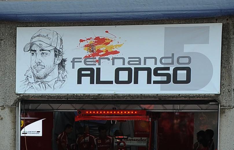 табличка над боксами Фернандо Алонсо на Гран-при Канады 2011