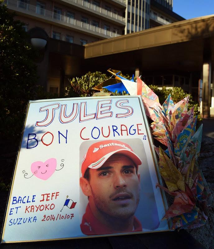 плакат в поддержу Жюля Бьянки рядом с госпиталем Миэ в Йоккаити 7 октября 2014
