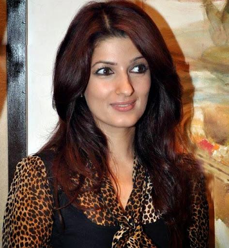 Twinkle Khanna Hot Sexy Bikini Images