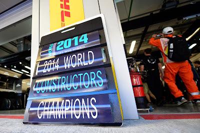 команда Mercedes выигрывает кубк конструкторов 2014 на Гран-при России 2014