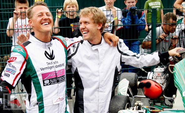 Михаэль Шумахер и Себастьян Феттель смеются на картинговом турнире в Керпене