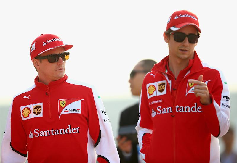 Кими Райкконен и Эстебан Гутьеррес гуляют по паддоку Шанхая на Гран-при Китая 2015