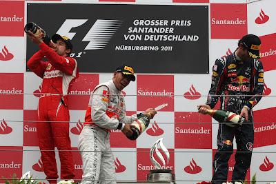 Фернандо Алонсо Льюис Хэмилтон Марк Уэббер развлекаются на подиуме Гран-при Германии 2011