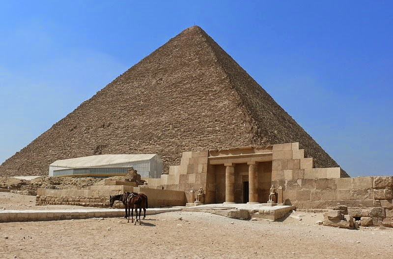 Germans return stolen parts of Great Pyramid