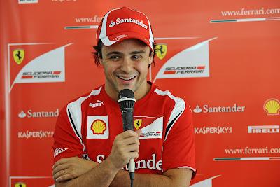 Фелипе Масса дает интервью на Гран-при Кореи 2011