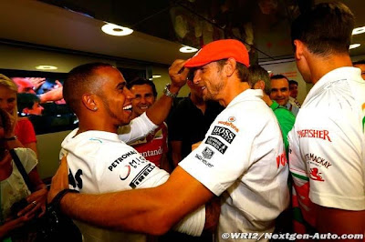Льюис Хэмилтон и Дженсон Баттон танцуют вместе на Гран-при Италии 2013