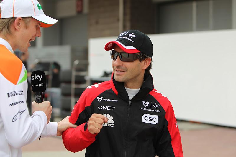Нико Хюлькенберг с микрофоном Sky хватает Тимо Глока на Гран-при Кореи 2011