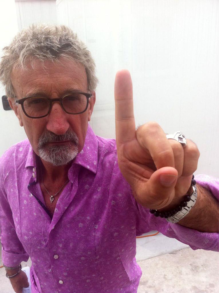 Эдди Джордан показывает палец на Гран-при Китая 2012