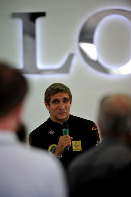Виталий Петров на пресс-конференции Гудвуда 2011