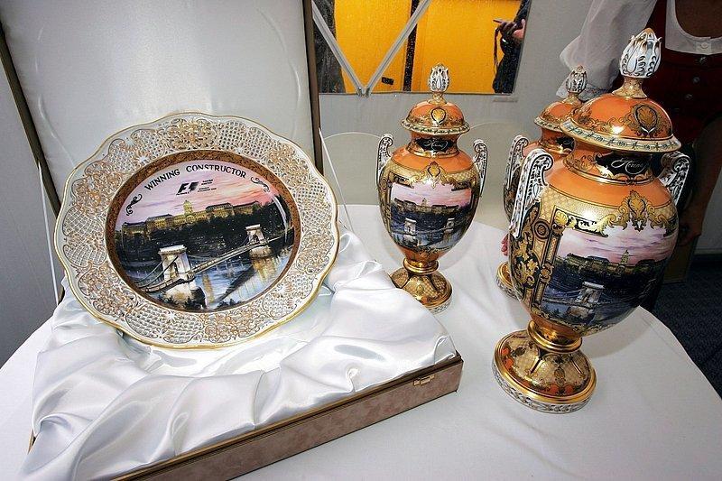 кубки для победителей и призеров Гран-при Венгрии 2006