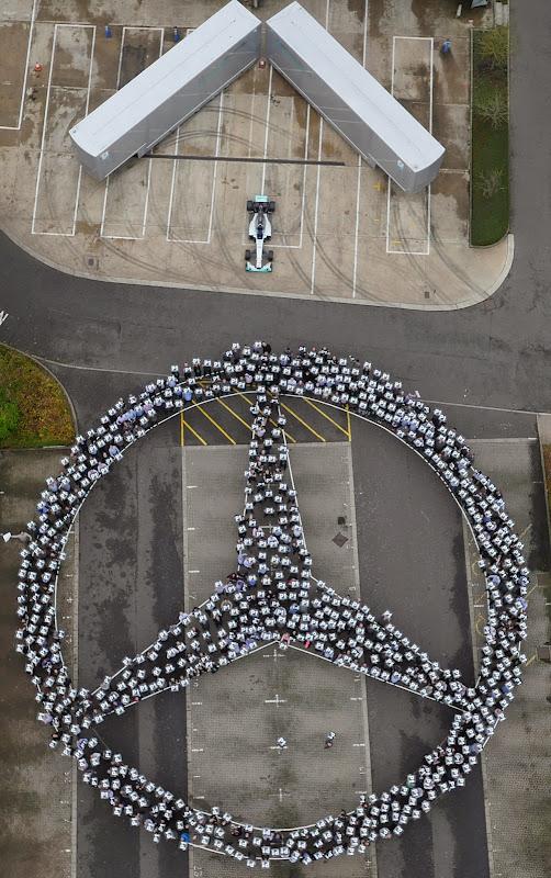 Mercedes празднует победу в кубке конструкторов 2014