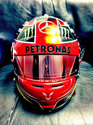 шлем Льюиса Хэмилтона в честь Майкла Джексона на Гран-при США 2013